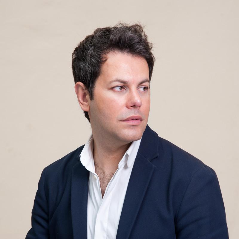 Julien Flores / J